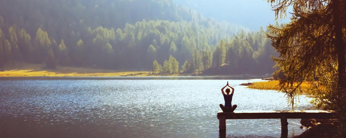 Yoga am See im Hebst